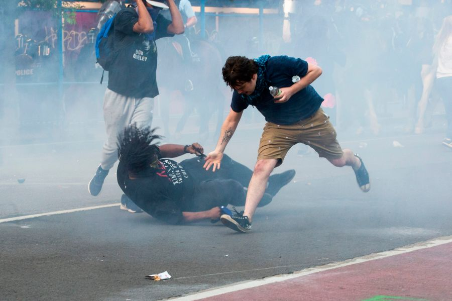 Protestors are tear gassed as the police disperse them near the White House on June 1, 2020 as demonstrations against George Floyd's death continue.(Photo by ROBERTO SCHMIDT/AFP via Getty Images)