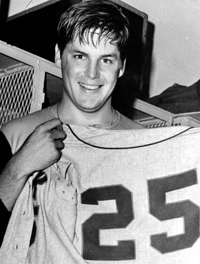 Baseball great Tom Seaver dies at 75 | FOX 5 San Diego