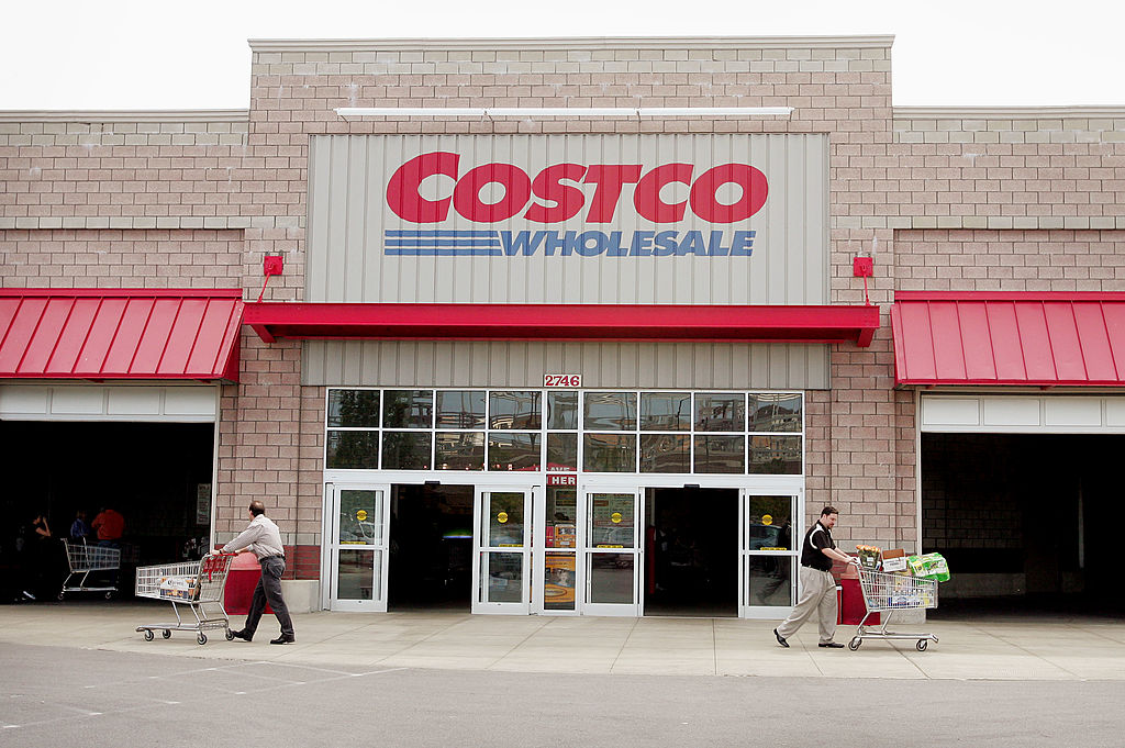 Shoppers leave a Costco Store in Chicago, Illinois in 2005. (Photo by Scott Olson/Getty Images)