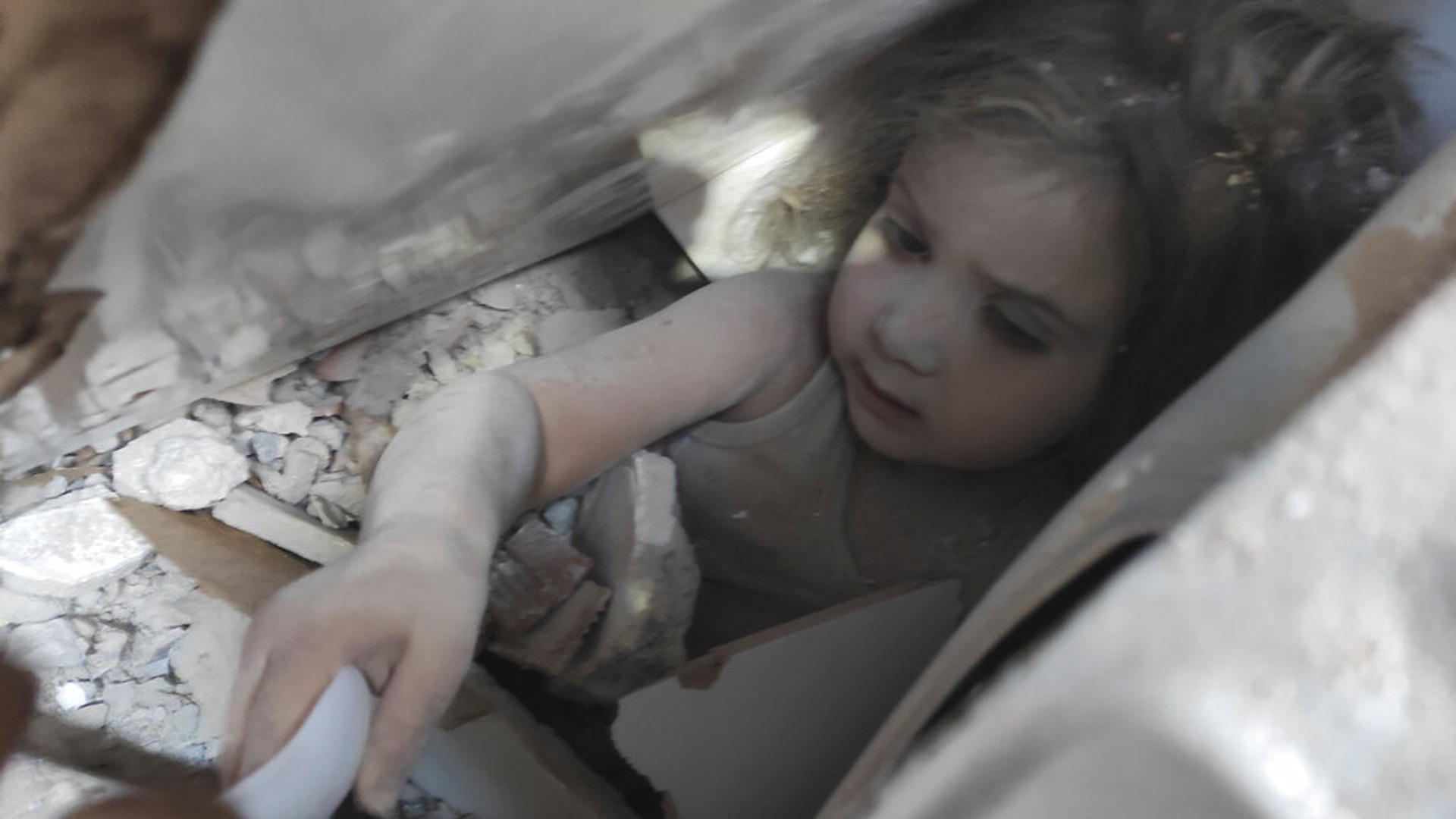 Girl rescued from rubble in Turkey