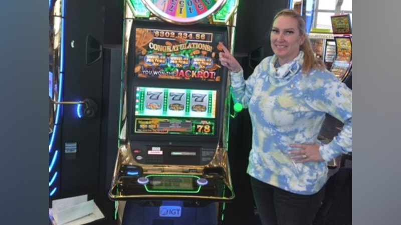 Woman wins slot machine at Las Vegas McCarran International Airport