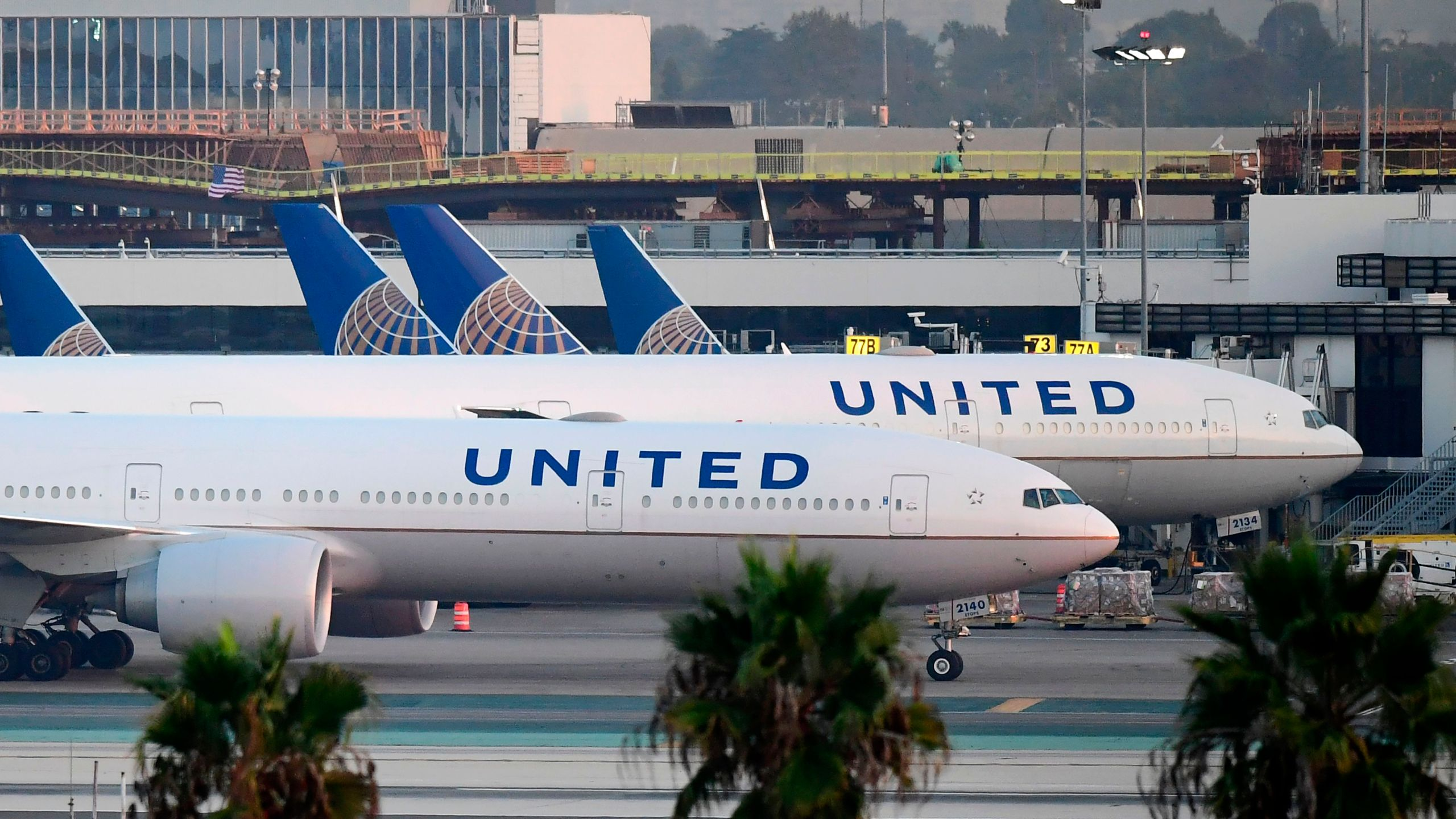 United Airlines planes LAX