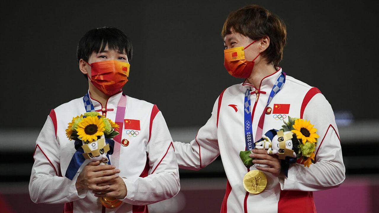 Shanju Bao, left, and Tianshi Zhong, of China